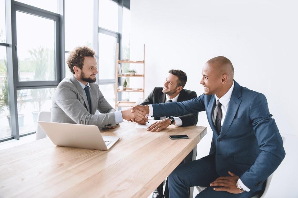 sales-meeting-abm-businessmen